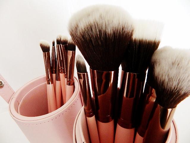 pinceau pot 2v luxie beauty