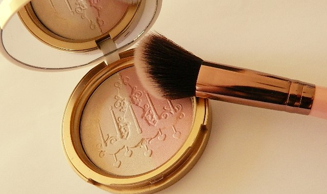 Candlelight glow Too faced 4