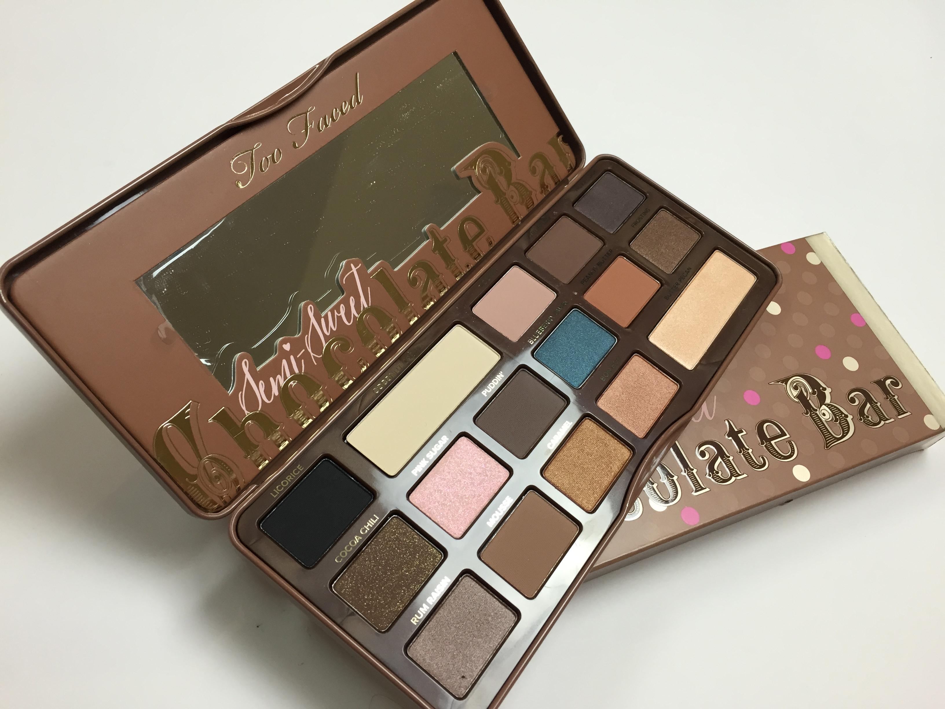 La palette semi sweet chocolate bar de too faced - Tablette de maquillage ...