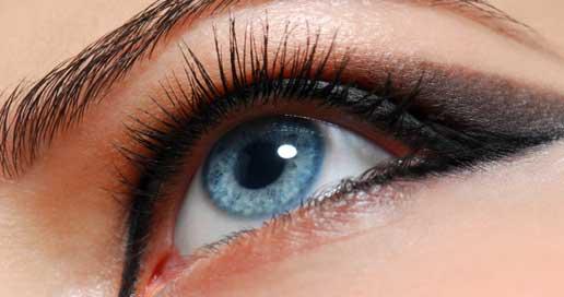 le maquillage des yeux bleus technique et conseils. Black Bedroom Furniture Sets. Home Design Ideas