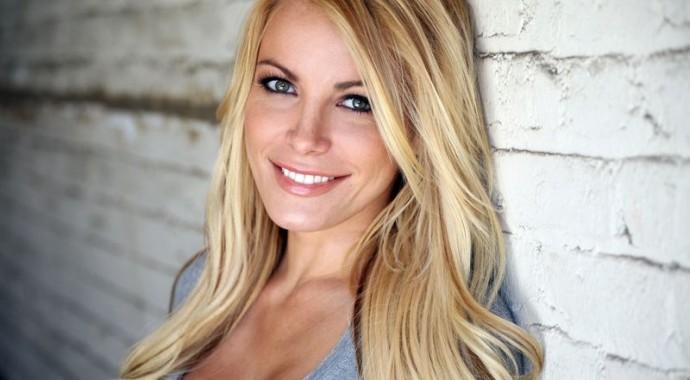 Extrêmement Comment se maquiller quand on est blonde ? UV75