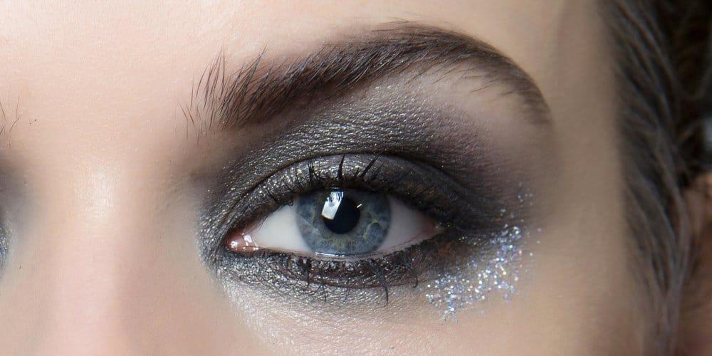 maquillage yeux bleus gris