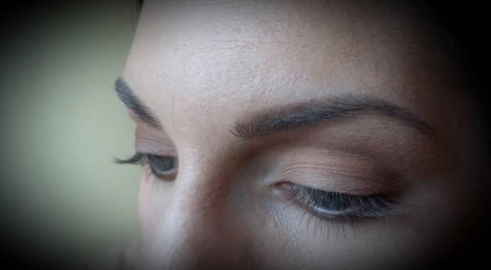 comment maquiller yeux bleu en amande