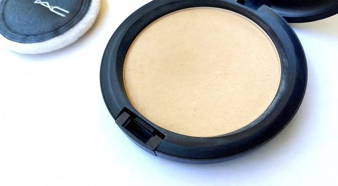 La poudre matifiante Blot Powder de Mac