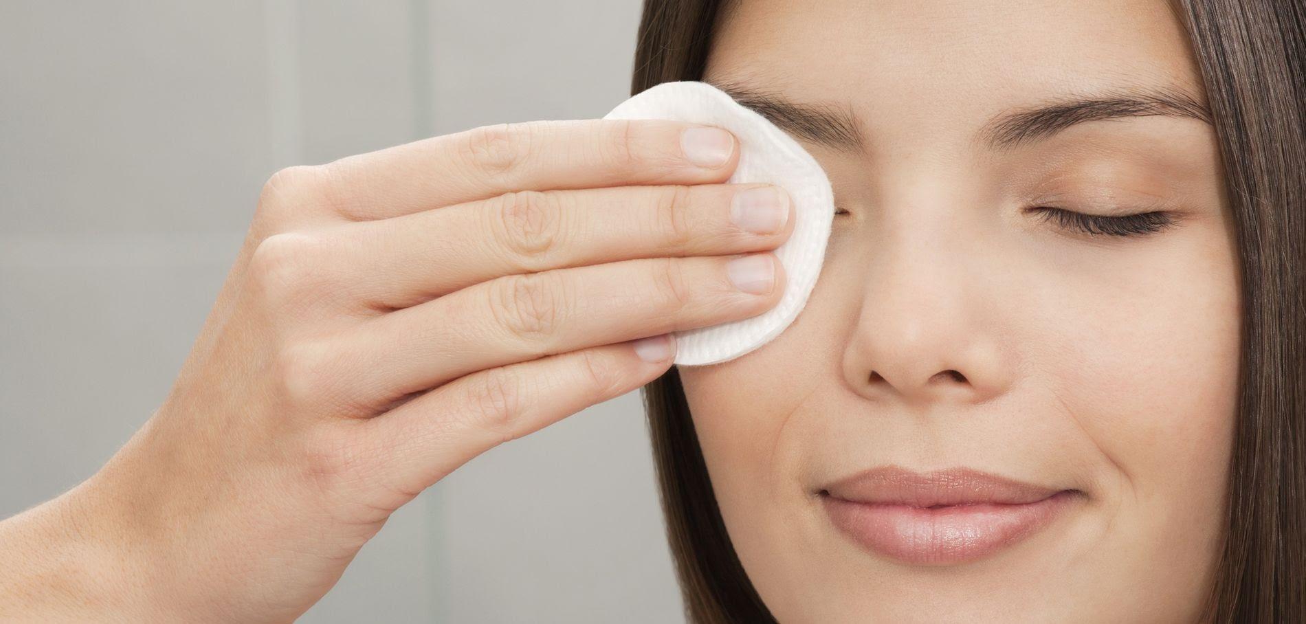 Comment bien se démaquiller les yeux ? 3