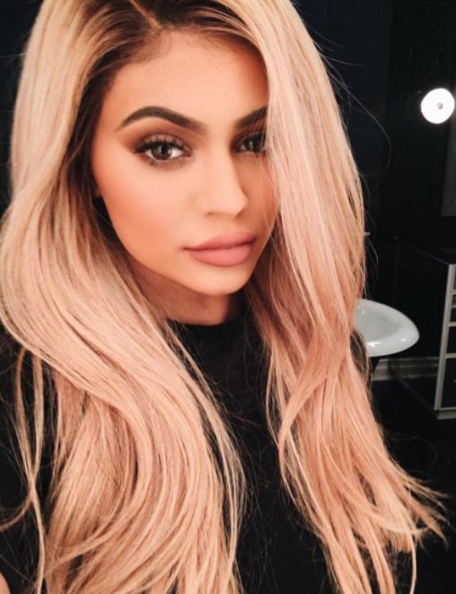 20 transformations capillaires de Kylie Jenner 1