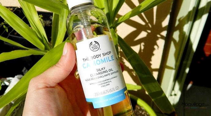 Se démaquiller avec l'huile soyeuse The Body Shop