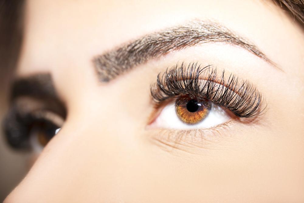 Maquiller des yeux noisettes conseils, astuces et choix des couleurs